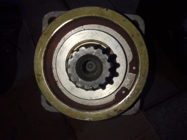 Гидромоторы,  насосы,  распределители,  цилиндры на экскаваторы,  автокран 3